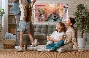 Familie-Wohnzimmer-mit-Infrarotheitzung-bedruckt