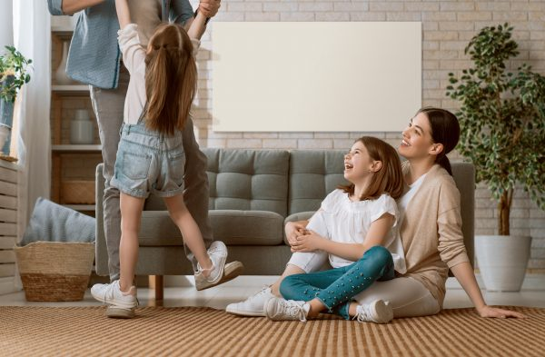Familie Wohnzimmer mit Infrarotheizung
