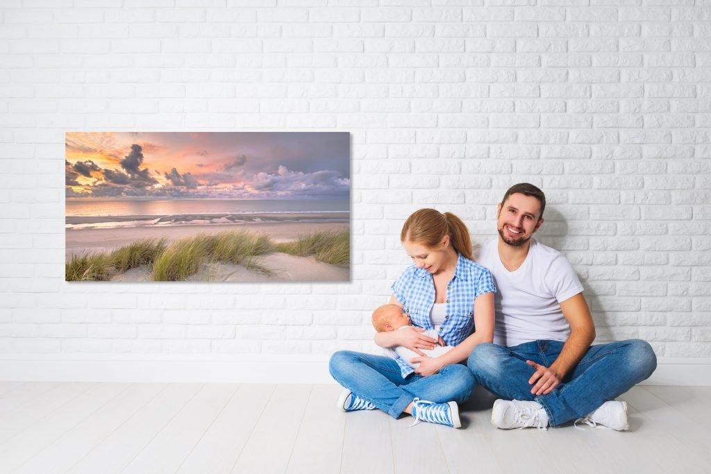 Paar mit Kind und Infrarotheizung